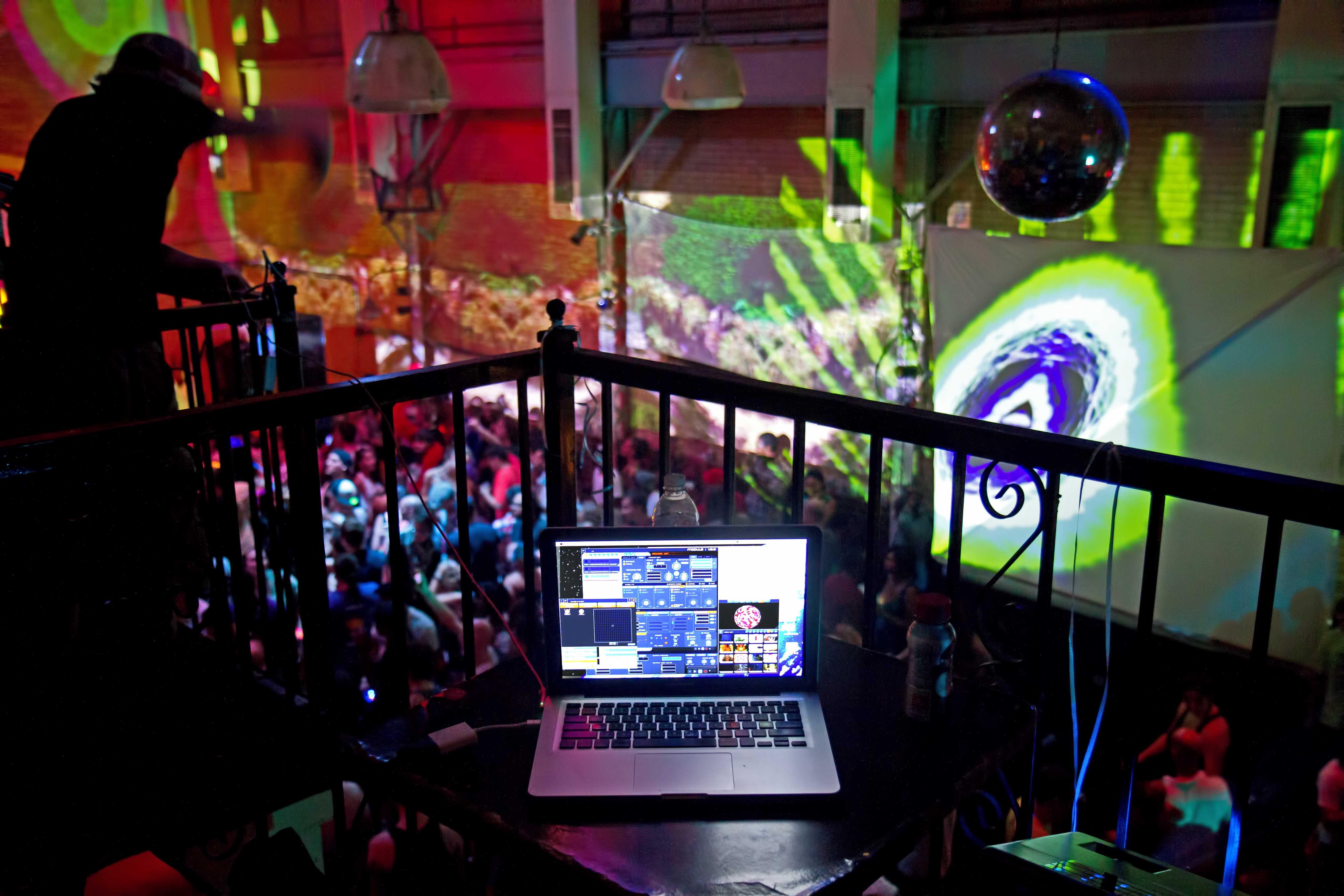 clubs Underground bk strip
